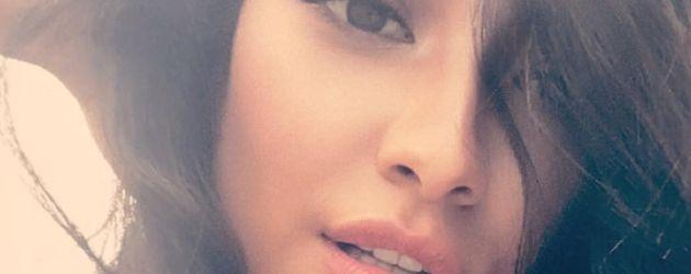 Shay Mitchell zeigt sich auf Instagram im sinnlichen Wuschellook