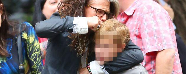 Steven Tyler mit seinem Enkel Milo