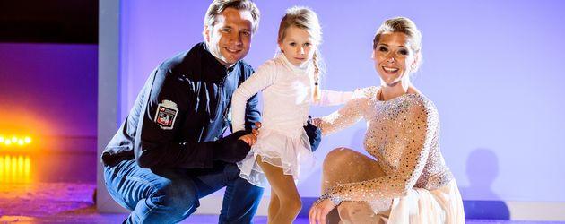 Tanja Szewczenko mit ihrem Mann Norman Jeschke und Tochter Jona