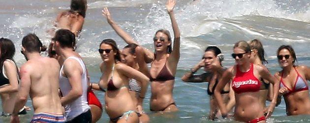 Taylor Swift und Tom Hiddleston feiern mit Freunden den Unabhängigkeitstag