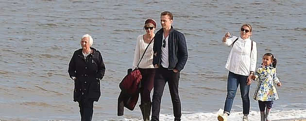 Diana Hiddleston, Taylor Swift und Tom Hiddleston am Strand nahe Lowestoft