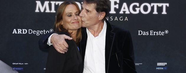Udo Jürgens küsst Tochter Jenny in Berlin, 2011