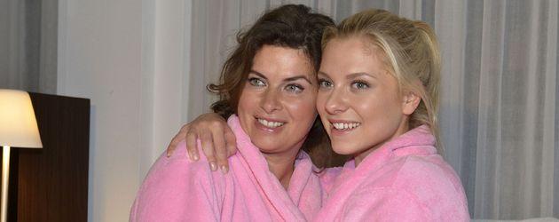 Vanessa (Anne Brendler) und Sunny (Valentina Pahde)
