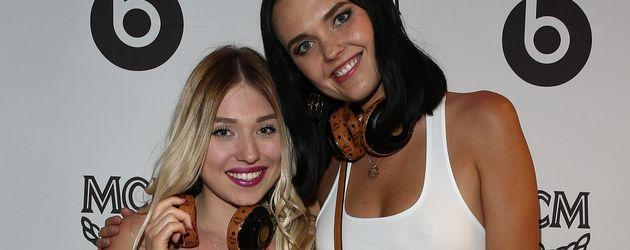 Youtuberin Bibi Heinicke (l.) mit Model Bonnie Strange